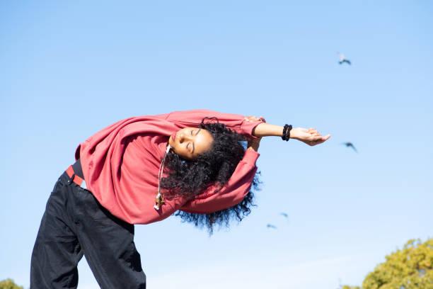 dancer stretching in the park - showus стоковые фото и изображения