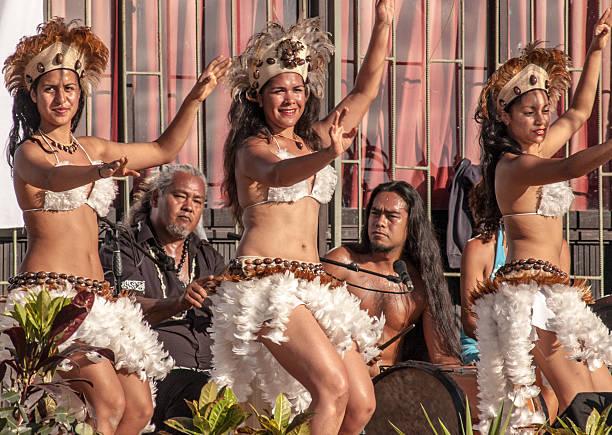 tänzer in ostern island, chile - osterinsel stock-fotos und bilder