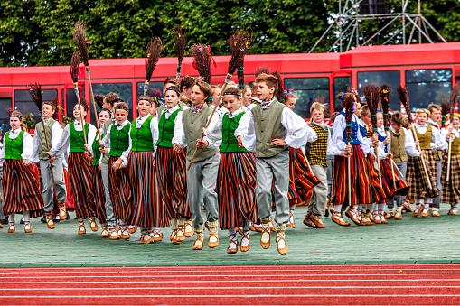 ダンス なる フォーク で 学校関係の皆様へ|公益社団法人 日本フォークダンス連盟