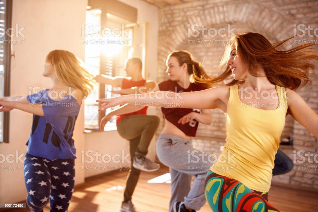 Tänzer tanzen im Tanz studio – Foto