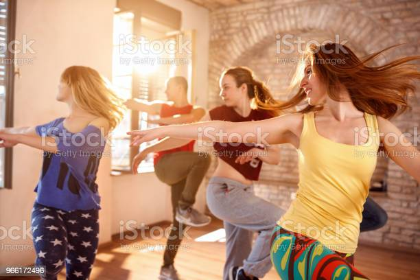 Tänzer Tanzen Im Tanz Studio Stockfoto und mehr Bilder von Aktiver Lebensstil