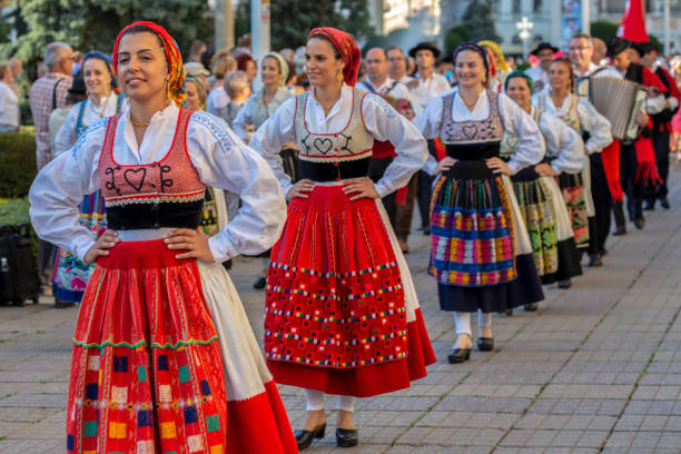dancers from portugal in traditional costume - sud europeo foto e immagini stock