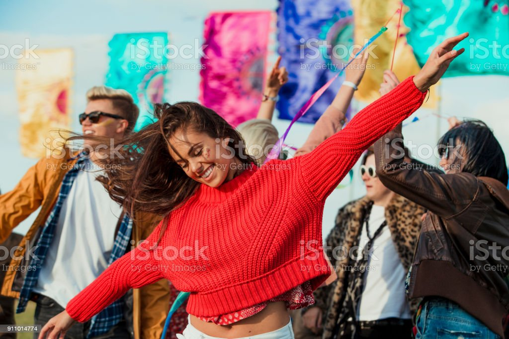 Dancing at a Music Festival - foto stock