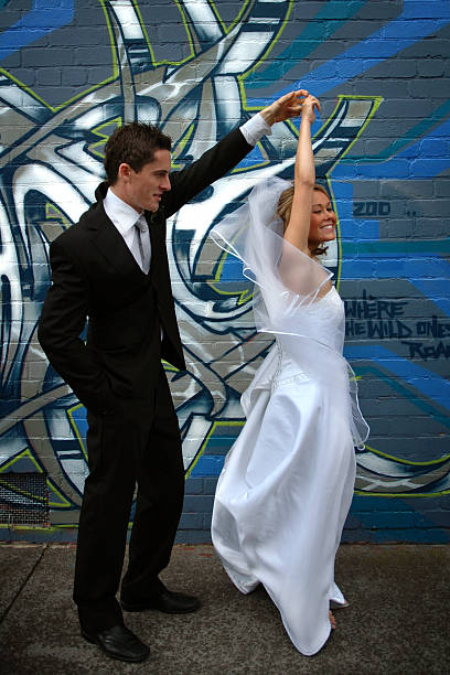 tanzen sie braut und bräutigam & - heiratssprüche stock-fotos und bilder