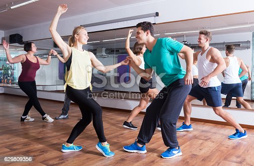 istock Dancing couples learning swing 629809356