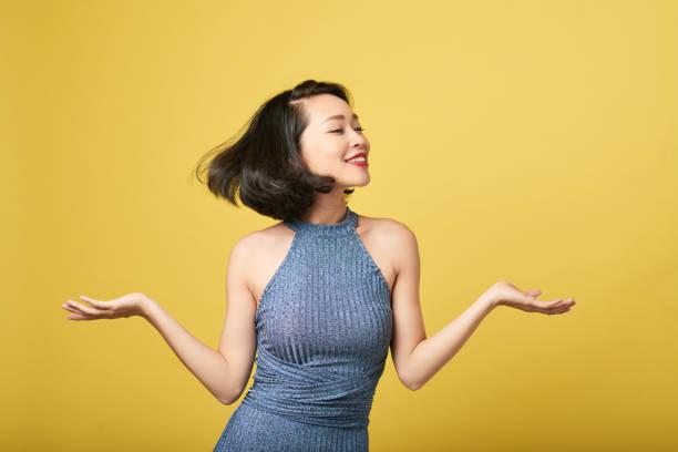 hübsche frau tanzen - tanz make up stock-fotos und bilder