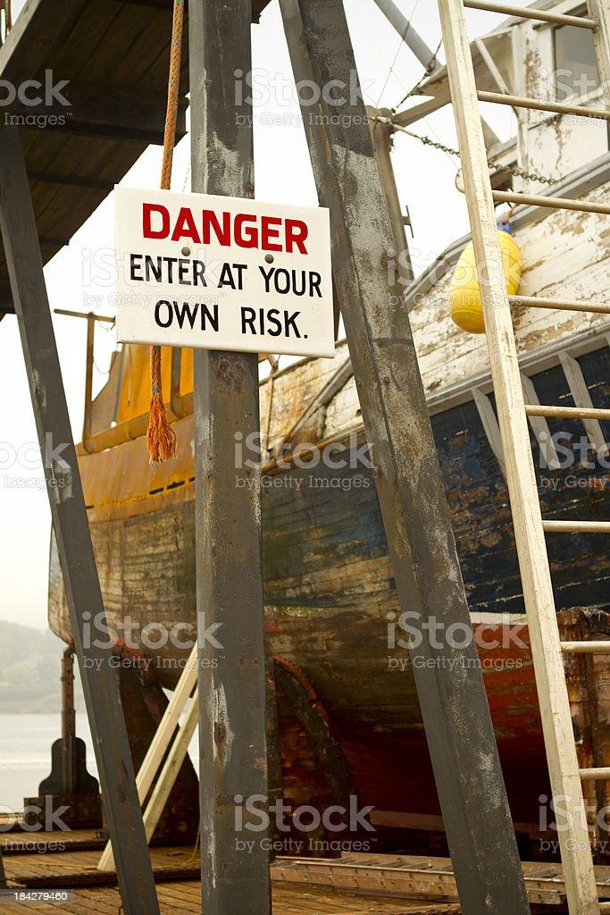 Gefahr im Trockendock – Foto