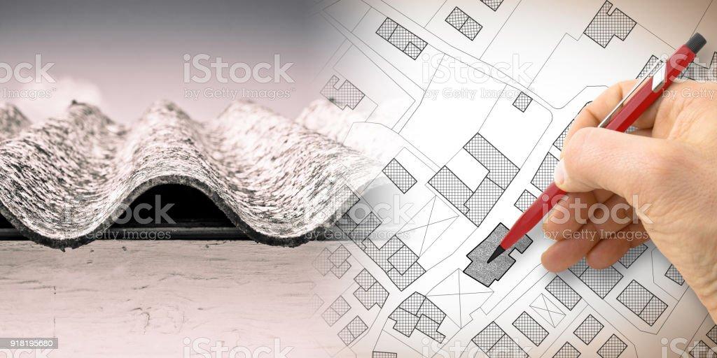 Gefährlichen Asbest Dach: eines der gefährlichsten Materialien in Gebäuden - Konzept Bild mit Handzeichnung auf einen imaginären Stadtplan – Foto