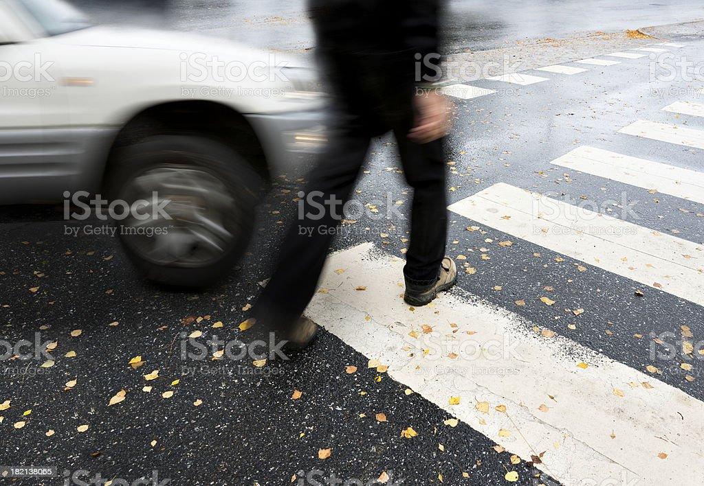 Peligroso de cruzar - Foto de stock de Accidente de automóvil libre de derechos
