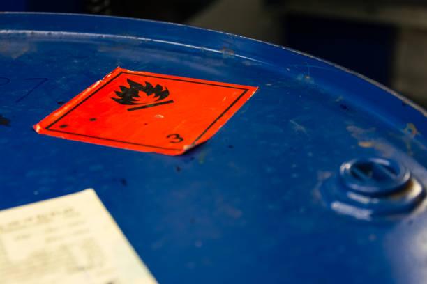 Gefährliche brennbare Symbol Lauf Top industrielle blauen Aufkleber Zündung brennbaren – Foto