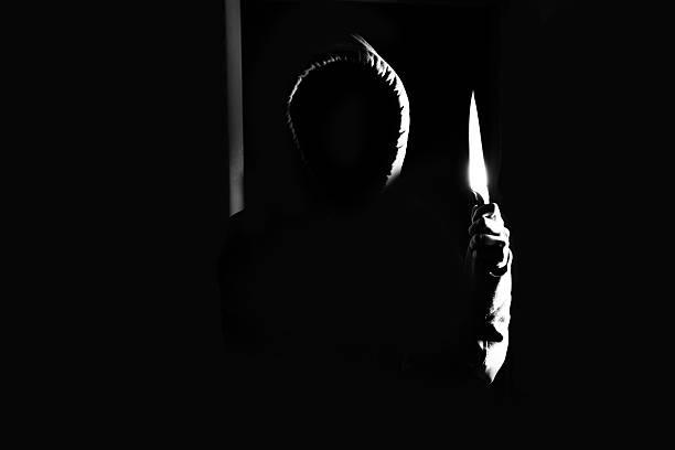 Homem perigoso na sombra - foto de acervo