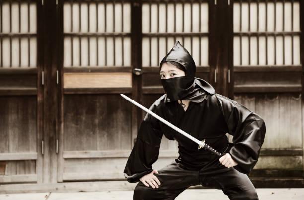 gefährliche ninja - ninja krieger stock-fotos und bilder