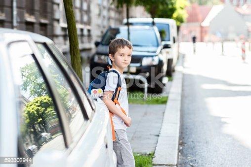 Fotografía de Dangerous Road To School y más banco de imágenes de Acera