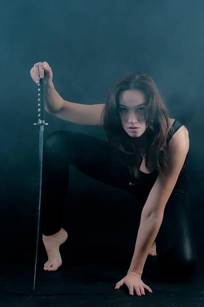 Cтоковое фото Опасные женщина с меч в руки
