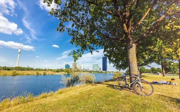 Donau Insel Wien mit dem neuen DC-Tower – Foto