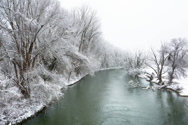 Danube River at Regensburg, at Winter time snowy nature, Danube River at Regensburg, Germany at Winter fluchtpunktperspektive stock pictures, royalty-free photos & images