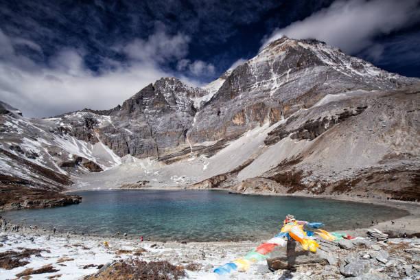 sonbaharda daocheng yading doğa rezervi, sichuan, çin - ganzi tibet özerk bölgesi stok fotoğraflar ve resimler