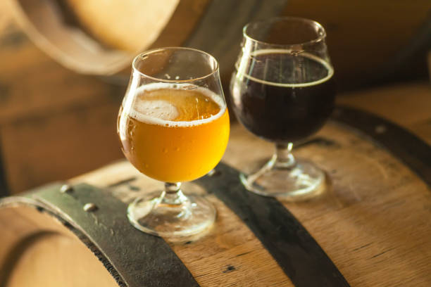 Dark and light beer on a barrel - foto stock