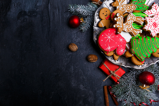 istock Dark background and with a layout in the corner of a Christmas cookie. View from above. 880291648