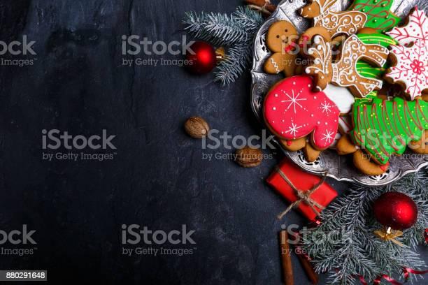 Dark Background And With A Layout In The Corner Of A Christmas Cookie View From Above - Fotografias de stock e mais imagens de Artigo de Decoração