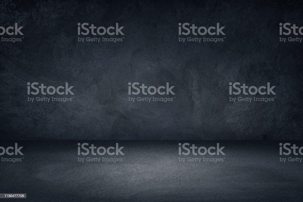 製品のディスプレイやモンタージュのための暗い黒と青のグランジ壁の背景 - まぶしいのロイヤリティフリーストックフォト
