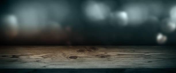 dunkelblauen hintergrund mit silbernen licht - trauer abschied tod stock-fotos und bilder