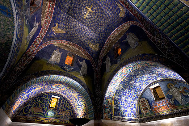 dark blue mosaic of the galla placidia mausoleum in ravenn - mausoleum stockfoto's en -beelden