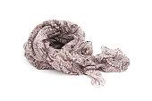 ダークブラウンのスカーフを白背景