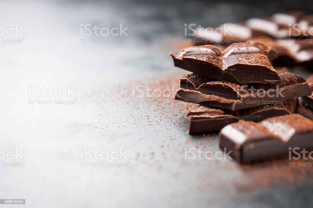 Dark chocolate on a dark background, closeup, place for text - foto de stock