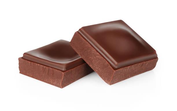 Dunkle Schokoladenstücke isoliert auf weißem Hintergrund – Foto