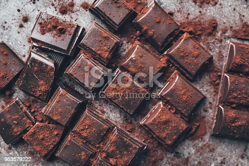 istock Dark chocolate with cocoa porwder 953579222