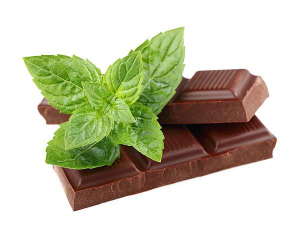 dunkler schokolade mit minze - pfefferminzschokolade stock-fotos und bilder
