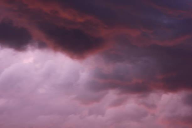 雷雨の前に暗い雲 ストックフォト