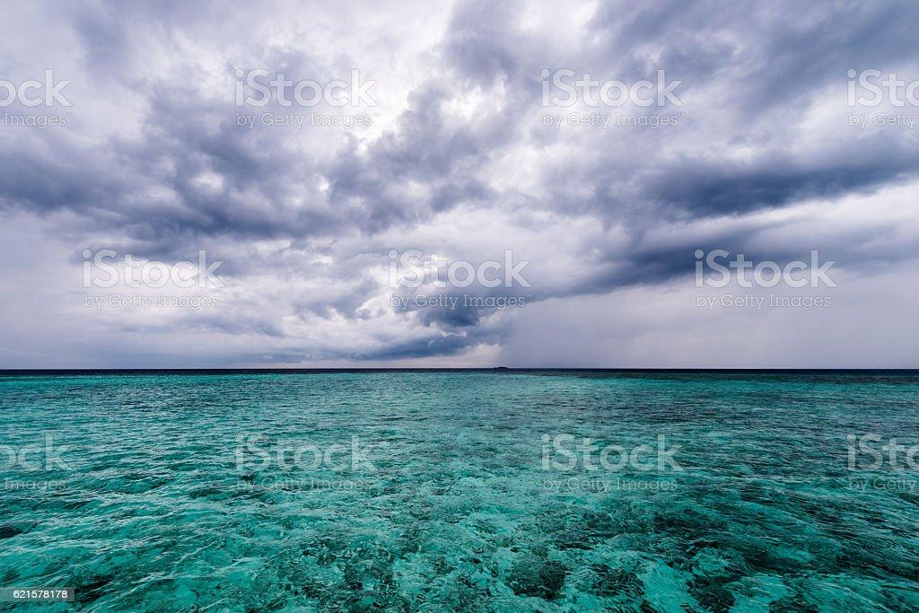Dark clouds over the Indian Ocean. photo libre de droits
