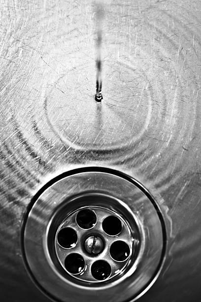 dunkel mit wasser-abfluss - kuqa stock-fotos und bilder