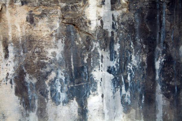 donker verschoten textuur, gevormde oude muur. close-up - meeldauw stockfoto's en -beelden