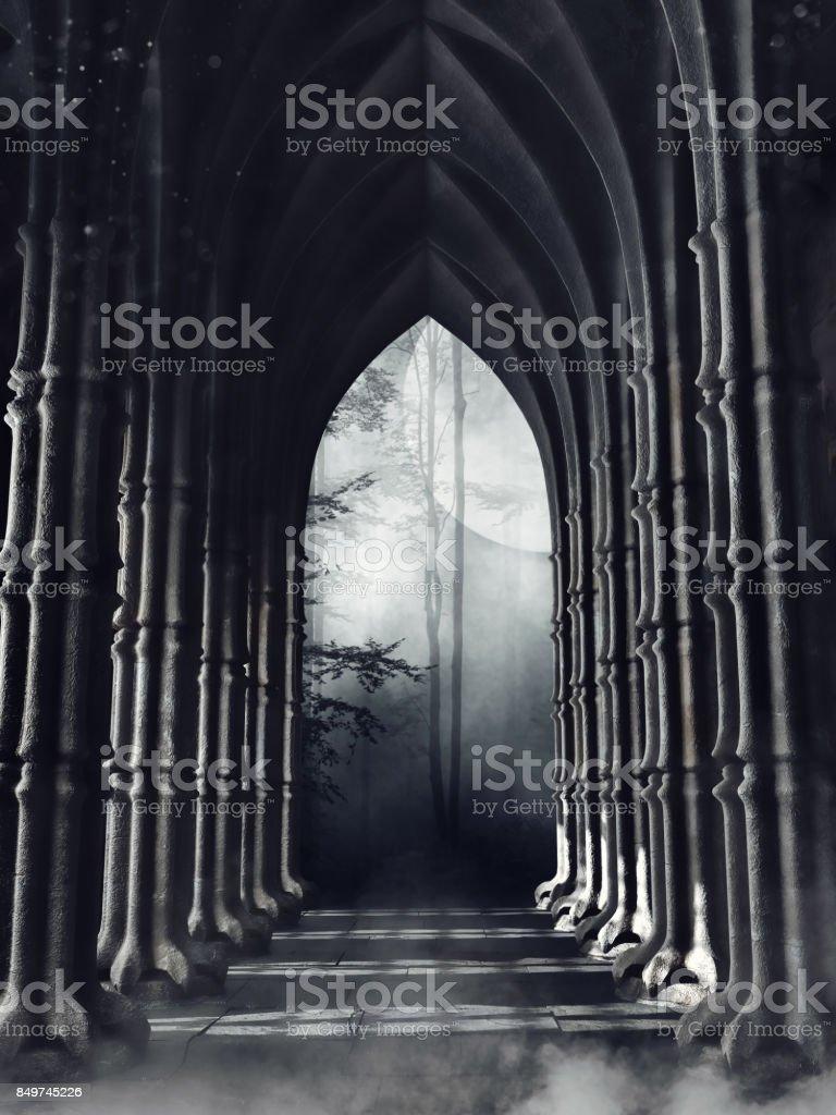 Couloir gothique sombre avec des colonnes - Photo