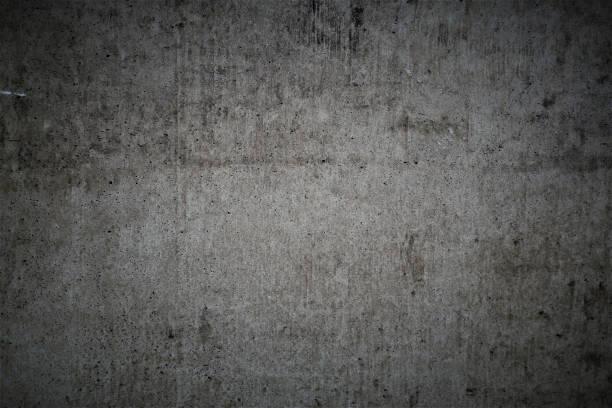 Dunkelgrau zerkratzte alte Kellerwand in urbaner Industriegestaltung, verwitterte Betonplatte. – Foto