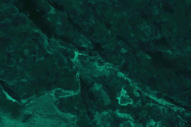 fond de texture de marbre vert foncé avec la haute résolution, vue de dessus de la pierre naturelle de tuiles dans le modèle de paillettes de luxe et sans soudure. - couleur verte photos et images de collection
