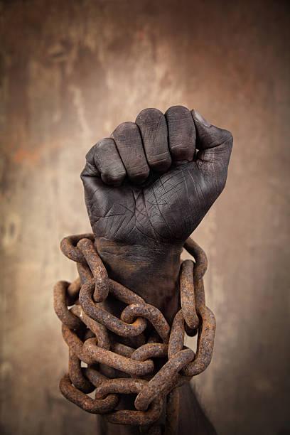 dark hand in heavy chains - black power 個照片及圖片檔
