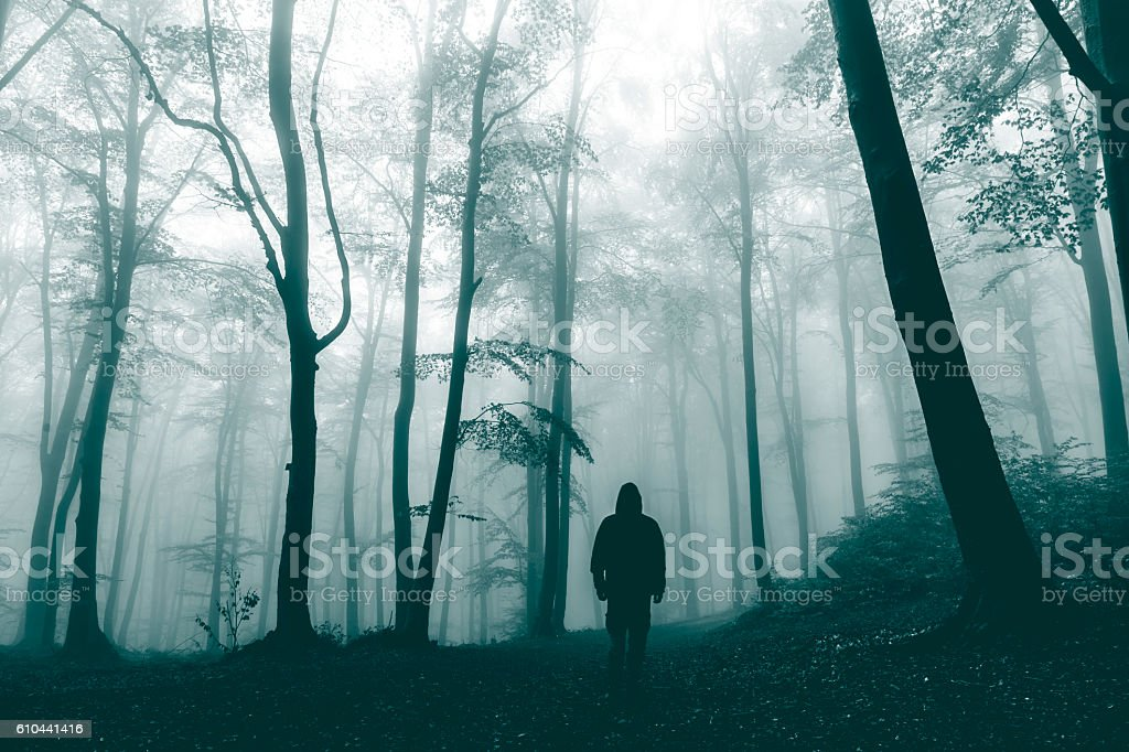 Dark horror man in creepy foggy forest - foto de acervo