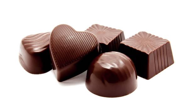 흰색 절연 어둠 우유 전체 초콜릿 - 초콜릿 뉴스 사진 이미지