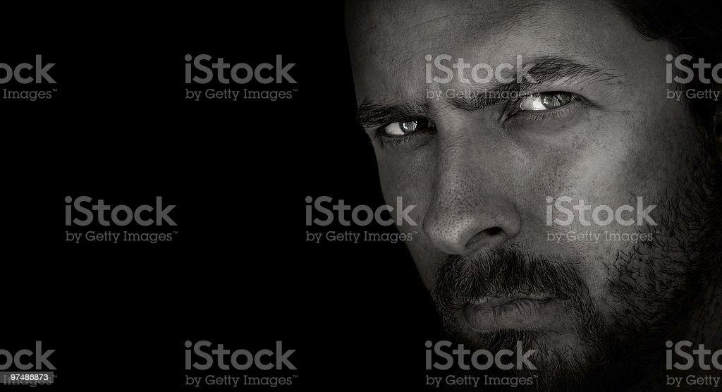Sombre portrait de l'homme effrayant avec yeux Mal - Photo