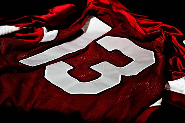 rote und weiße jersey - number 13 stock-fotos und bilder