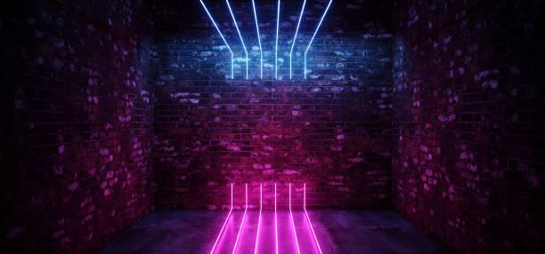 黑暗的科幻菲現代未來派空的噴馬磚牆房間紫色藍色粉紅色發光燈混凝土地板霓虹燈垂直線輕形狀空空間3d 渲染 - 霓虹燈 個照片及圖片檔