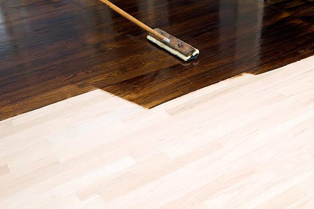 dark stain application on new oak hardwood floor - houtbeits stockfoto's en -beelden