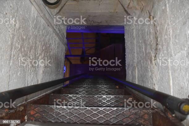 Dark Stairs — стоковые фотографии и другие картинки Архитектура