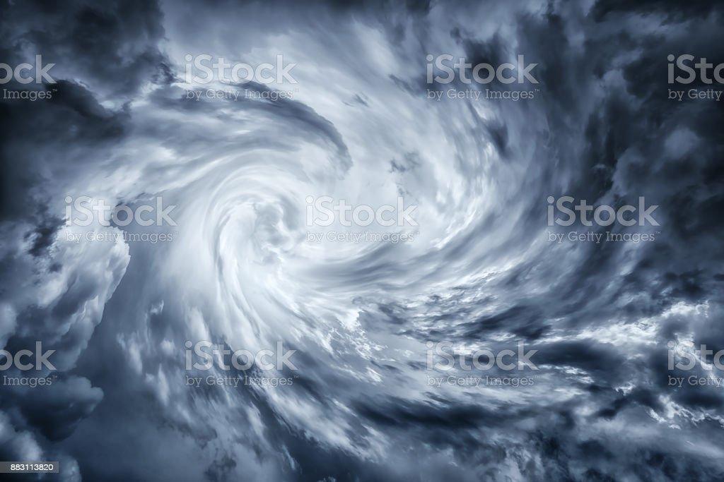 cloudscape tormentoso oscuro vórtice de huracán - foto de stock