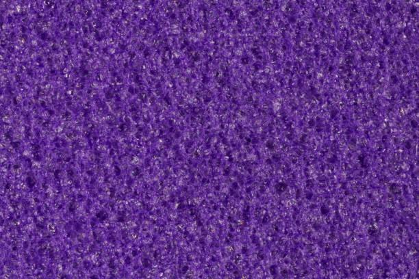 Espuma violeta oscurezca, textura de EVA con la superficie porosa de contraste. - foto de stock
