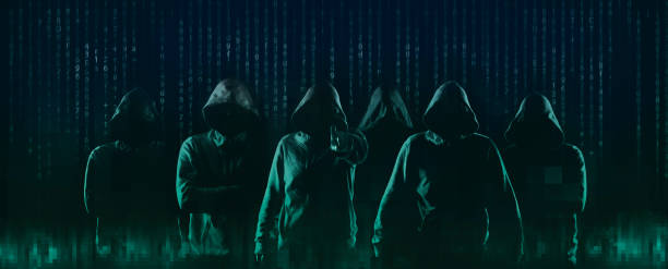 dark web hacker encapuchado - robo de identidad fotografías e imágenes de stock